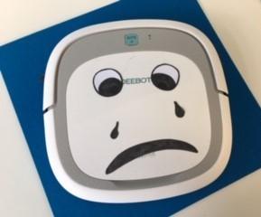 Saugroboter mit traurigem Gesicht